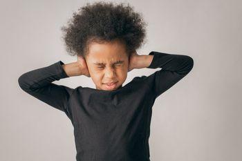 環境嘈雜容易影響孩子的專注力